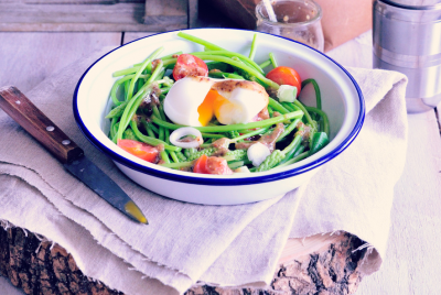 Recette de la Salade d'asperges sauvages et vinaigrette à l'ail