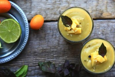 Green smoothie tropical : fruits de la passion, kumquat, céleri, melon....