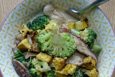 Recette du Curry thaï de brocoli, kale et champignons shiitakes au tofu