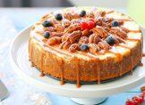 Cheesecake à la noix de pécan et sauce caramel