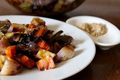 Légumes anciens rôtis au sirop d'érable au parmesan végétal